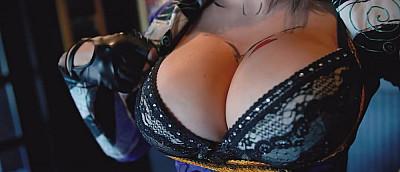 Возбуждающий пятничный косплей с тремя грудями и пенным Геральтом