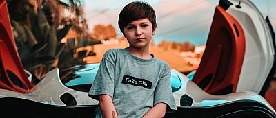 11-летний про-игрок в Fortnite, которого забанили в Twitch из-за его возраста, теперь стримит на YouTube вместе с мамой