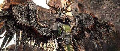Девушка вручную собрала костюм Валькирии из God of War за 1000 часов