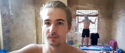 Парень стримил в тюрьме и показывал зрителям других заключенных