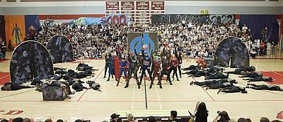 Школьники исполнили танец по мотивам «Мстителей». Получилось безумно круто! — видео