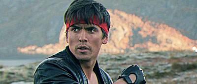 Появились новые фото со съемок Kung Fury 2 — герой с мечом и звезда Assassin's Creed
