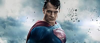 Авторы «Лиги cпpавeдливocти» показали, как на самом деле выглядел Супермен во время съемок — с усами и щетиной