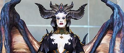 Девушка сделала косплей главного злодея из Diablo 4. Он до жути реалистичный